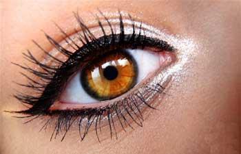 عوارض استفاده از انواع لوازم آرايش چشمي - خط چشم